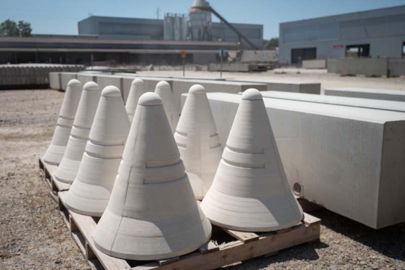 borne-anti-intrusion-beton-blanc-socramat-fabrication