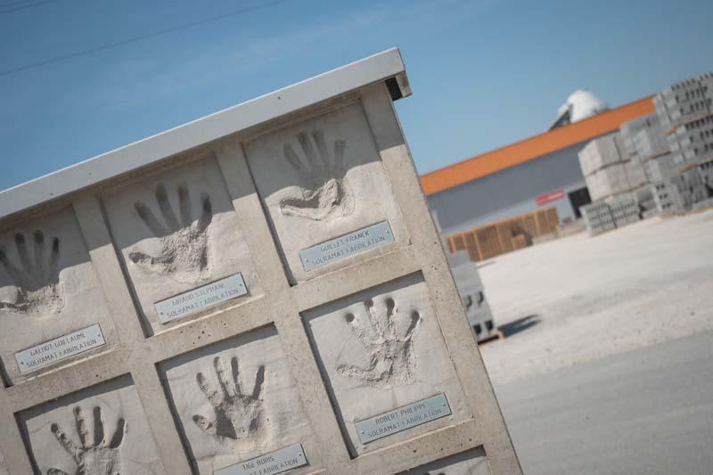 mur-mains-equipe-socramat-fabrication
