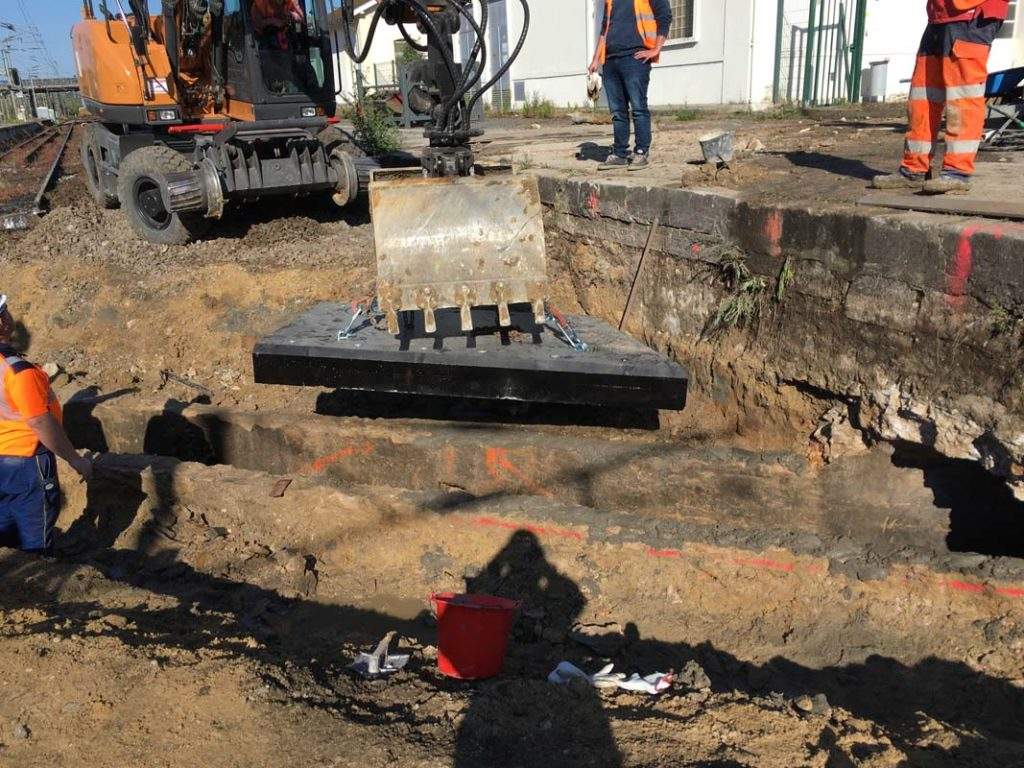 pose-dalle-beton-sur-mesure-voie-ferree-socramat-fabrication