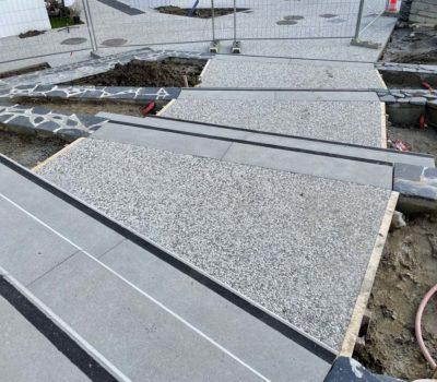 detail-palier-bloc-marche-beton-acces-maison-solidarite-avrille